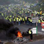 法掀「黃背心運動」 28萬人上街抗議調漲燃料稅