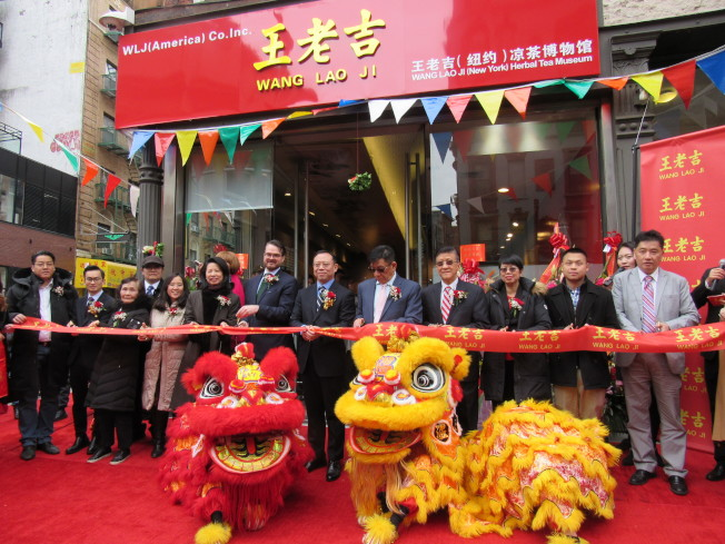 王老吉涼茶博物館18日於華埠開幕,向海外民眾推廣涼茶文化。(記者顏嘉瑩/攝影)