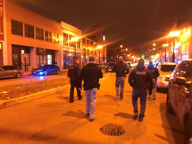 邻近华埠的芝加哥慈爱医院(图中高楼),19日下午发生枪击案,大批警察赶到现场。(特派员黄惠玲╱摄影)