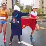 蘇州馬拉松終點前被塞五星旗 她差5秒痛失冠軍還得道歉