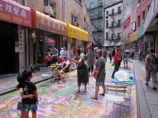 「龍與花之歌」為宰也街帶來大量人潮,根據市交通局統計宰也街單日增加的人流達到111%。(記者顏嘉瑩/攝影)