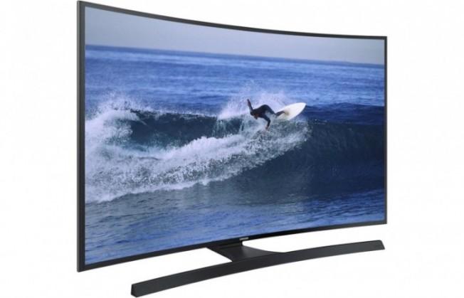 今年流行的一款彎形4K電視。(Getty Images)