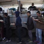 無證移民來了! 邊境城提璜納陷「人道危機」
