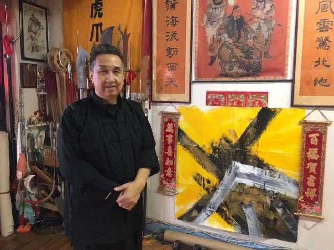 伍德华从70年代开始绘画,并将武术的精神与绘画技法融合。(记者张筠/摄影)