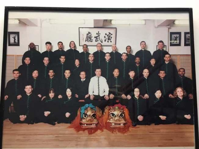华埠武馆在上个世纪七八十年代达到全盛,各族裔爱好者纷纷来到华埠学习道地的中国功夫。(朱超然提供)