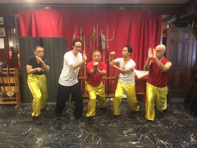 约翰波斯(John Bos)(右一)与叶永康(中)学武术长达11年,为了更深入了解中国文化。(记者张筠/摄影)