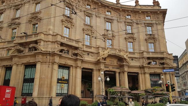 義大利首間星巴克,前身為19世紀的郵政總局。(記者陳睿中/攝影)