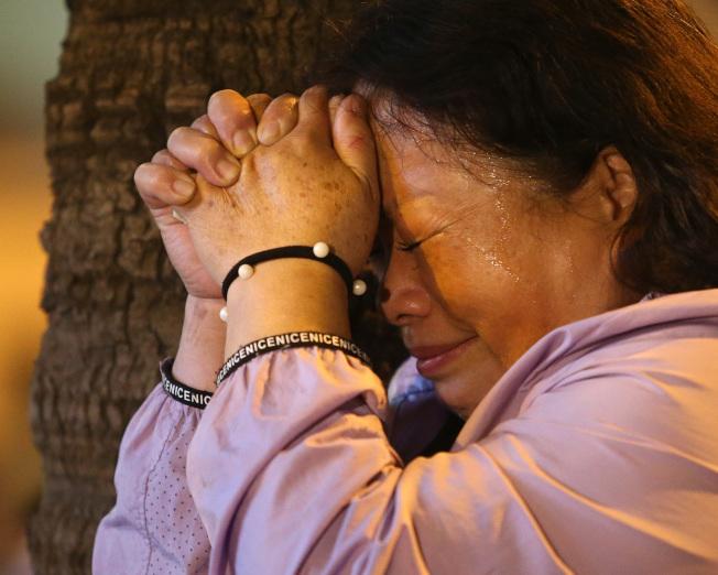 陳其邁敗選,支持者難過哭泣。(記者林澔一╱攝影)