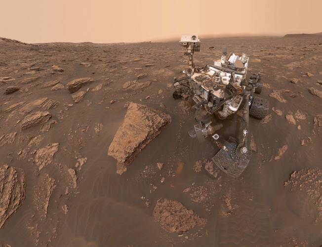 已經在火星地表上辛勤工作多年的「好奇者」探測器,提供許多珍貴火星資訊。(美聯社)