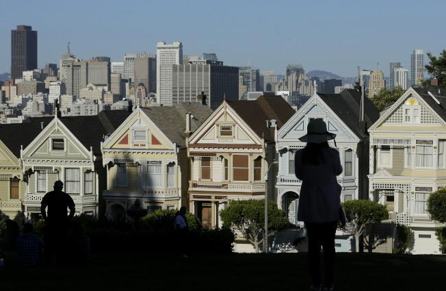 新法將州稅地方稅扣除設下1萬元上限,對於住在加州等高稅率州的民眾來說,較為吃虧。圖為舊金山市區。(美聯社)