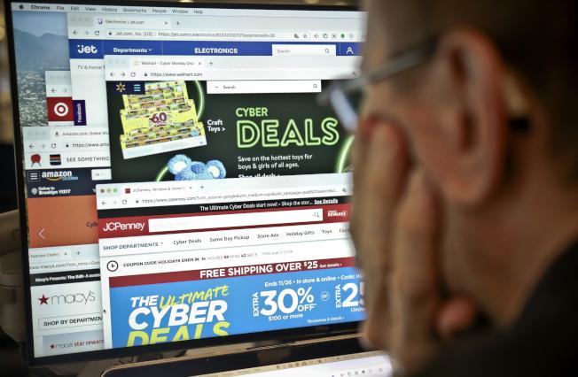 商業信譽局警告消費者注意的節期騙局,包括網購詐騙。(美聯社)