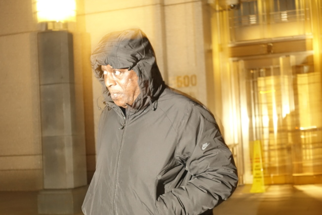 加迪奧29日傍晚走出紐約南區聯邦法庭。(記者金春香╱攝影)