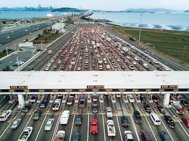 1月1日起,灣區的過橋費將會提高至7元。(Getty Images)