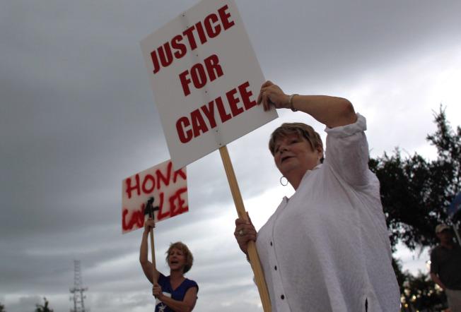 示威民眾要為小凱莉討公道。(Getty Images)