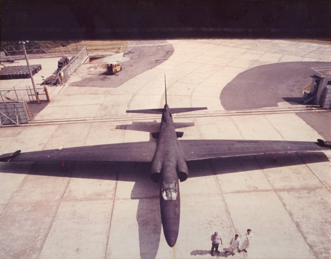 中華民國空軍第35中隊「黑貓中隊」的U-2戰略偵察機,當年在桃園基地準備進入機棚。(報系檔案照片,中華民國國防部提供)