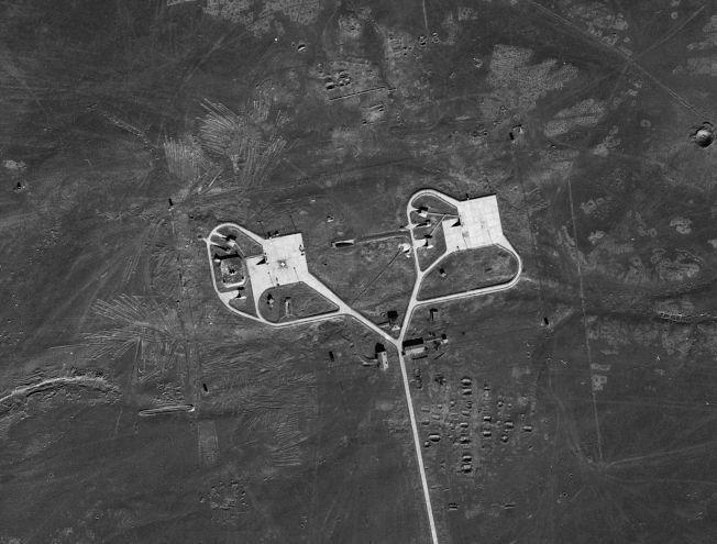 中華民國空軍第35中隊飛行員王太佑於1962年6月20日,駕U-2高空偵察機攝得之甘肅雙城子飛彈試驗場(今天的酒泉衛星發射中心)的A發射台,位於場內的地對地飛彈試射區。(美國國家檔案館、徐林提供)
