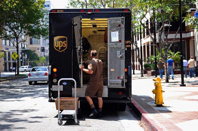 免運費成為今年聖誕購物季零售業者較勁項目。 (Getty Images)