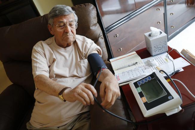 不少专家表示,对大部分美国人来说,100万不够用来过退休生活,光是健康照护费用就所费不赀。(美联社)