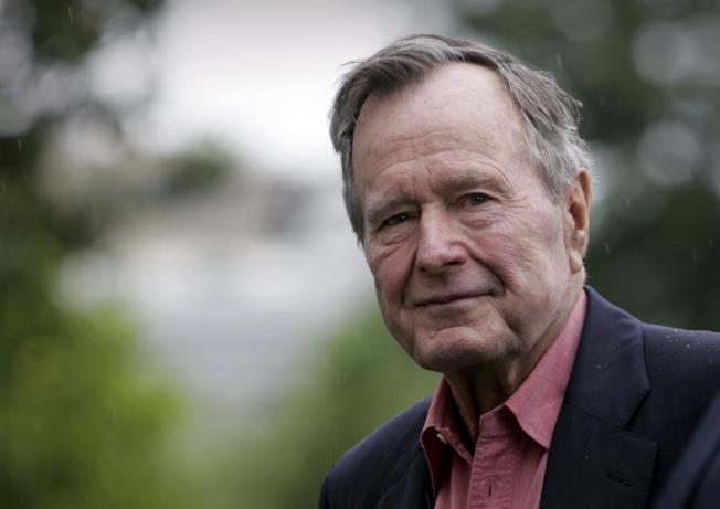 老布什2008年档案照。(美联社)