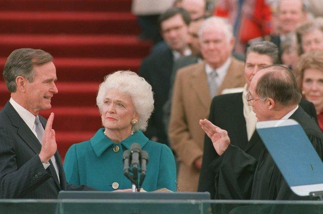 1989年,老布什就任总统。(美联社)