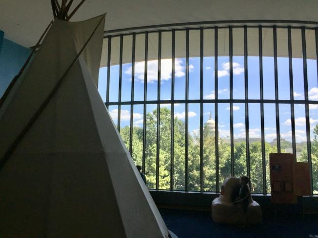 從美國印第安人博物館望國會山莊。