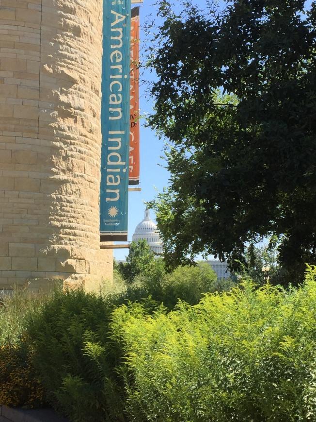 位於國會山莊前的美國印第安人博物館。