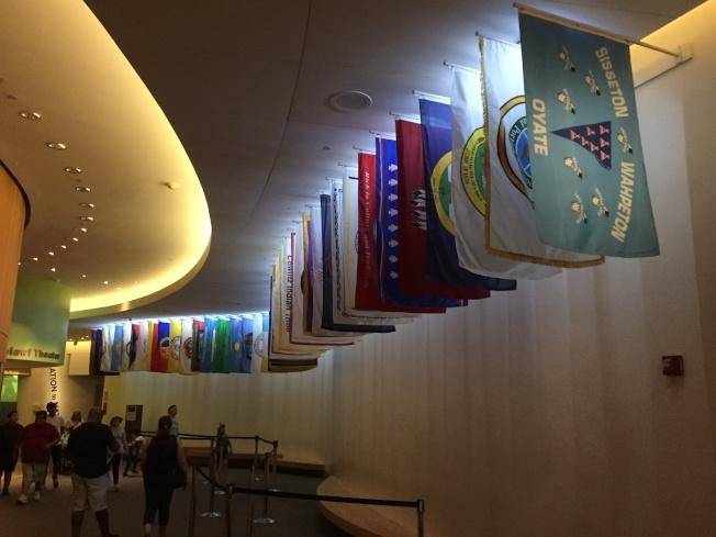 印地安人博物館內展出的印第安部落旗。