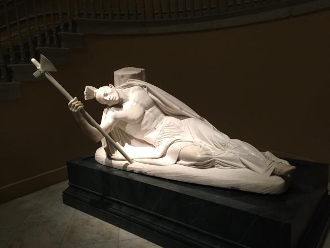 白色大理石雕的垂死的特庫姆塞。(圖片皆作者提供)