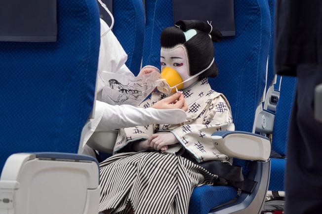 全日空(ANA)12月1日在國內線推出以傳統藝術「歌舞伎」為元素的短片,國際線明年元旦起上線。取材自travel watch網站