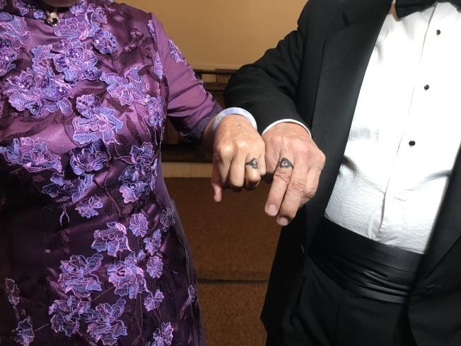 李昌鈺和蔣霞萍互相為對方畫上結婚戒指。(記者牟蘭/攝影)