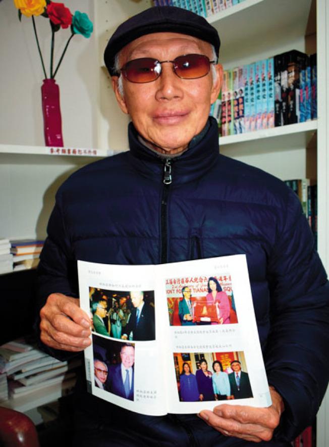 林炳昌回憶1988年9月14日老布希到訪華埠的組織工作情景。(記者黃少華/攝影)