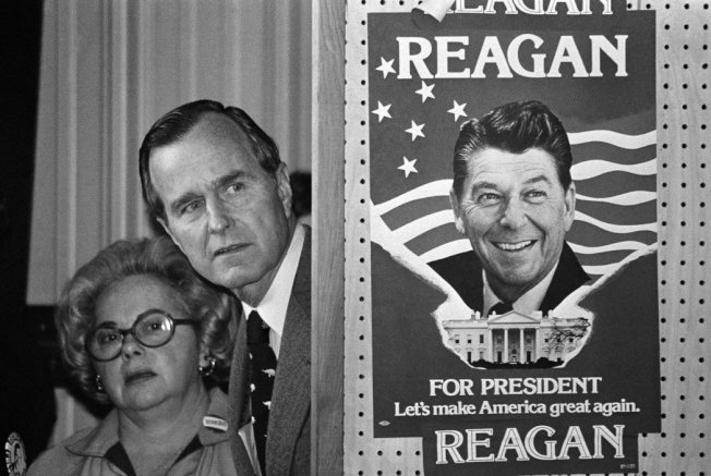 「Let's make America great again.」——這句口號,老布希曾經兩度對不同的兩位共和黨總統發出質疑,這也因此讓他始終得不到部份黨內盟友的信任。圖為1980年共和黨總統初選,準備登台與雷根辯論的老布希。 圖/美聯社