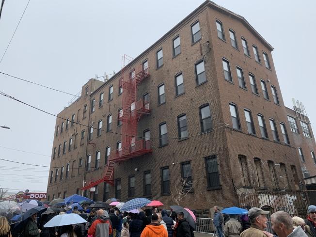 大學點20大道127-03號將被改建遊民收容所,社區集會抗議。(記者賴蕙榆/攝影)