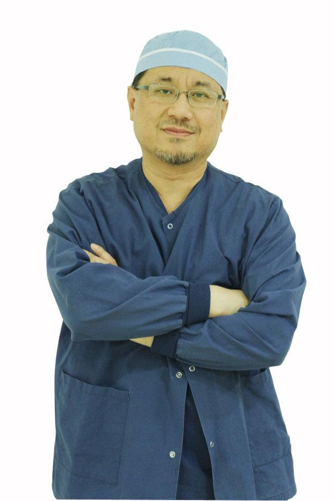 介入放射科醫師林鴻志指出,靜脈曲張與深層靜脈栓塞是很常見的靜脈相關問題。(記者李榮/攝影)