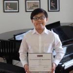蒙市八年級生侯毅聰 鋼琴及小提琴賽3冠王