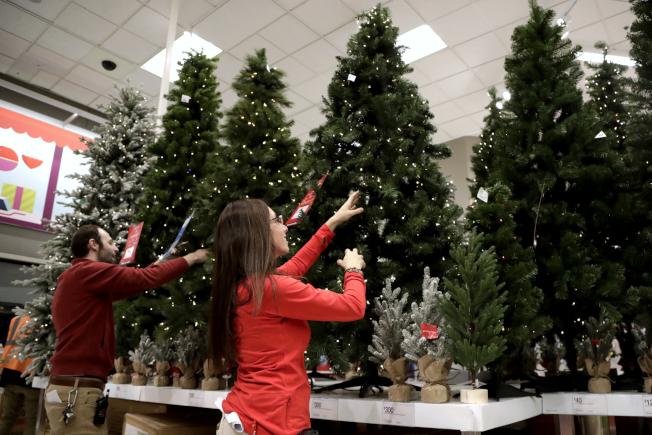 國家耶誕樹協會指今年耶誕樹可能比去年平均零售價高出約75元。(美聯社)