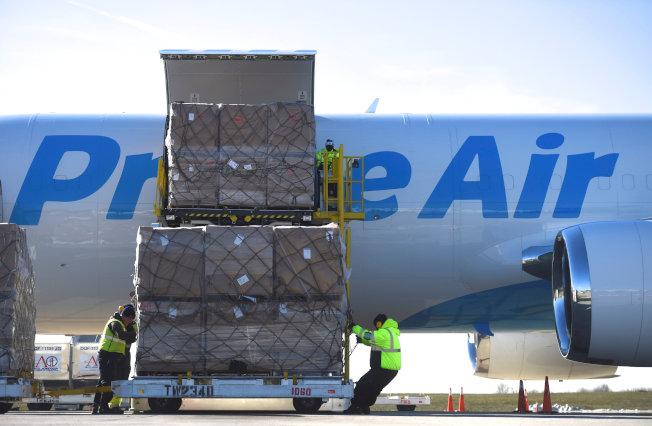 亞馬遜的專機運輸保證了送貨速度。(路透)