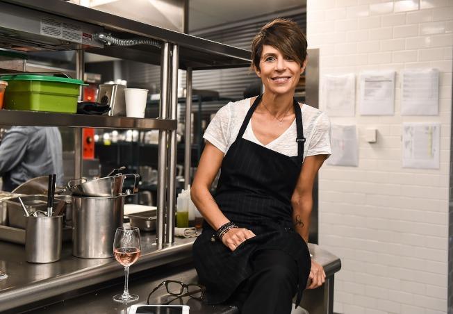 舊金山Atelier Crenn餐廳女主廚克倫成為全美首位獲得米其林三星殊榮的女主廚。(Getty Images)
