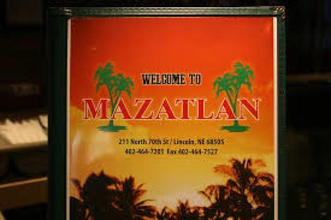 联邦探员日前突击搜查内布拉斯加州林肯市三家墨西哥连锁餐厅,逮捕了22名无身分雇员。图为被突检的其中一家餐厅 Mazatlan。( 取自脸书)