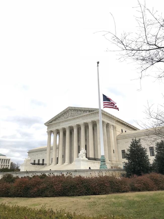 最高法院丶國會山莊丶聯邦政府大樓均降半旗。記者許惠敏/攝影