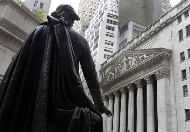 美債殖利率倒掛預示經濟衰退,股市大跌。(美聯社)