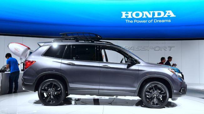 本田汽車在洛杉磯車展中推出一款全新的多功能車:大型Passport。(Getty Images)