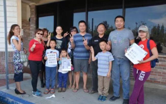 一群華裔同心協力把反對聲音發出去,力爭更多人的參與和支持!(本報檔案照)