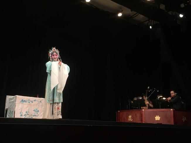 海外崑曲社在法拉盛文藝中心上演「崑曲情緣」。(記者朱蕾/攝影)