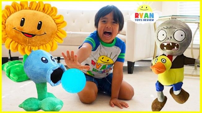 七歲小童萊恩在網路代言玩具等兒童產品,今年收入高達2200萬元。(YouTube)