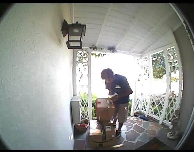 幾名聖蓋博市的居民都在同一個星期包裹遭竊。(包裹遭盜竊的民眾提供)