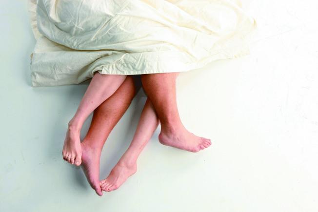發現性生活不協調時,雙方應適時尋求治療,使生理及心理達到平衡。(本報資料照片)