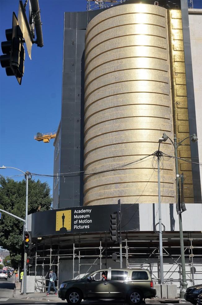 美國影藝學院博物館在洛杉磯藝術博物館(LACMA)旁邊,正在興工。(記者馬雲/攝影)