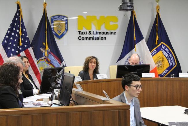喬西(發言者)表示,保護電召車司機利益是TLC義不容辭的責任。(記者張筠/攝影)