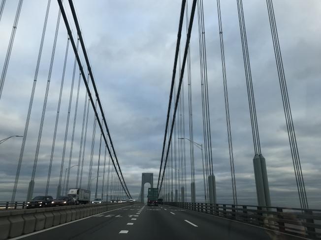 連結史泰登島和布碌崙的維拉札諾大橋(Verrazano-Narrows Bridge)。(記者牟蘭/攝影)